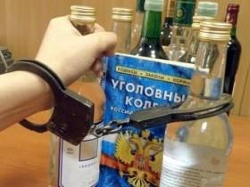 Физическое лицо, продающее алкоголь на дому другим лицам, может быть привлечено к административной или уголовной ответственности. К первому виду ответственности привлекаются те лица, которые «попадаются» впервые.